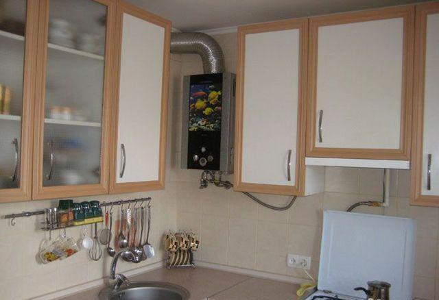 дизайн кухни с котлом индивидуального отопления в углу фото 1