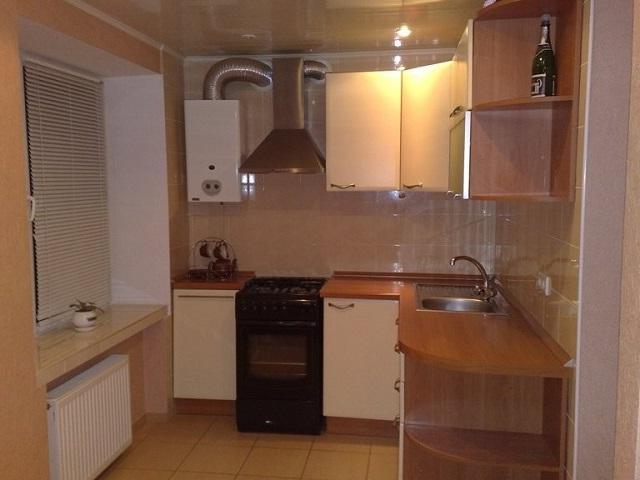маленькая кухня дизайн фото 9 кв м с холодильником с котлом 1