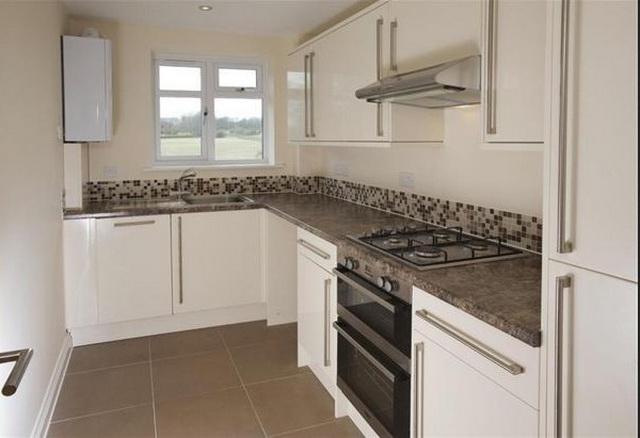 Фото дизайна кухни с газовым котлом на стене 2