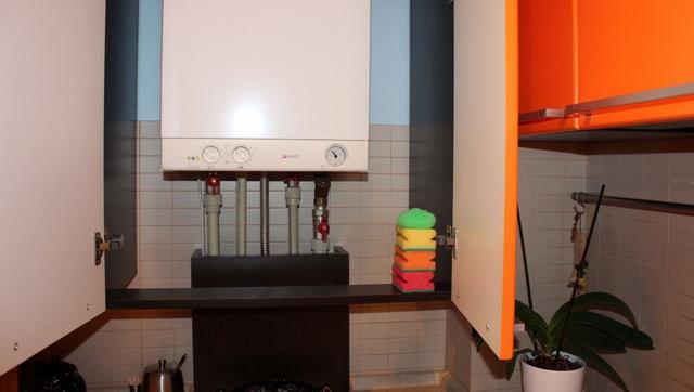 Как красиво закрыть газовый котел на кухне - фото 7