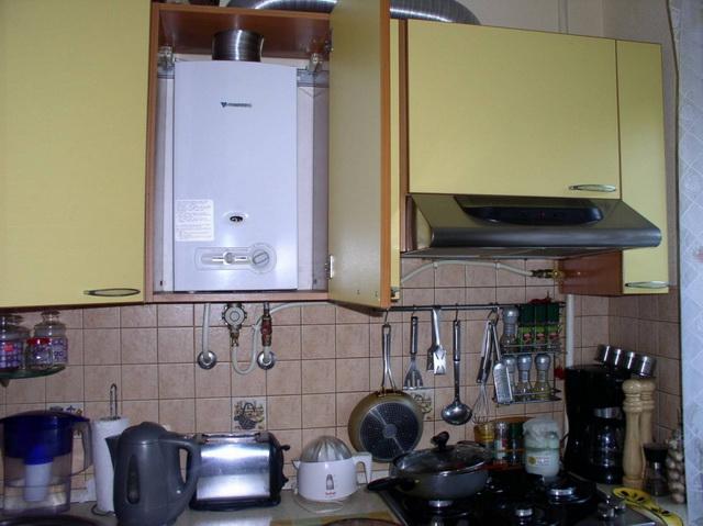 Как красиво закрыть газовый котел на кухне - фото 9