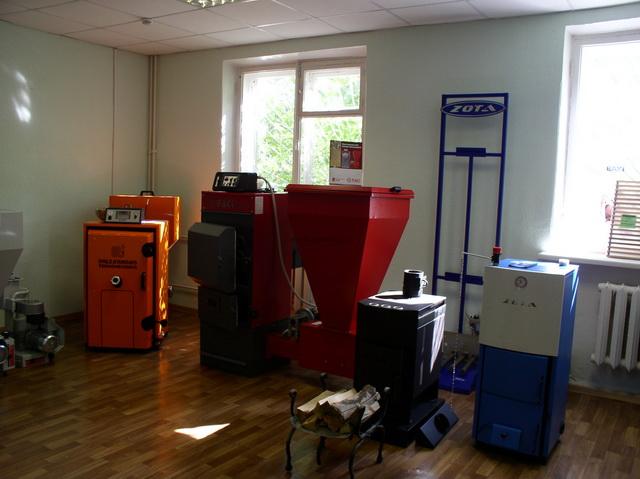 Установка котла отопления и трубы к нему в частном доме 4