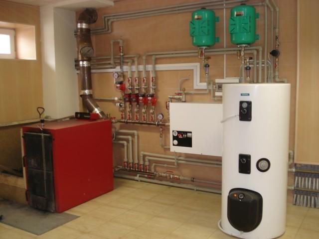схема отопления частного дома с твердотопливным котлом 1